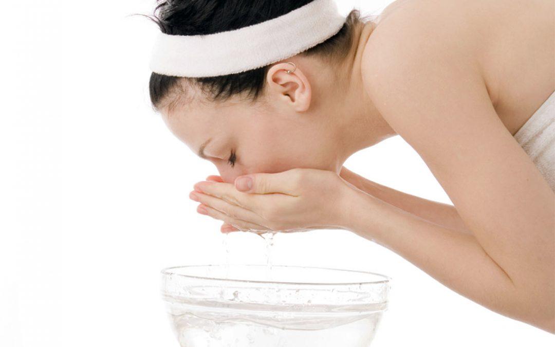 Θεραπεία ενυδάτωσης με υαλουρονικό οξύ